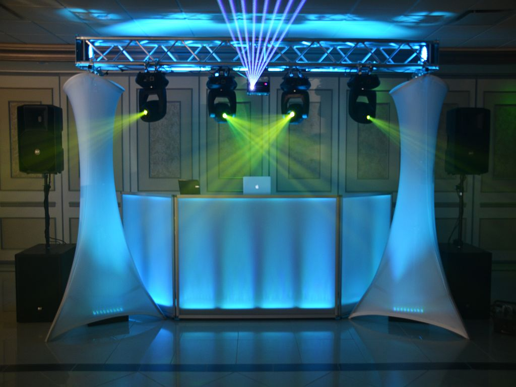 Dj facade with truss lights