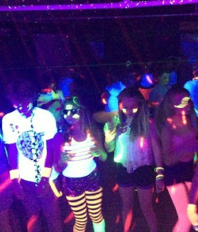 Neon glow in the dark party 4